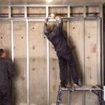 Монтаж акриловых, виниловых, ламинированных стеновых панелей ремонт стен в офисе