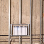 Монтаж декоративного профиля акриловых, виниловых, ламинированных стеновых панелей ремонт стен в офисе