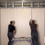 Монтаж декоративного профиля и акриловых, виниловых, ламинированных стеновых панелей ремонт стен в офисе